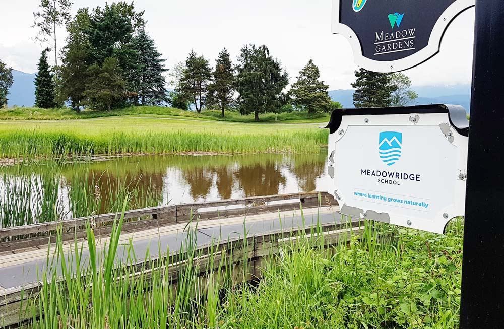 golf course meadowridge sign